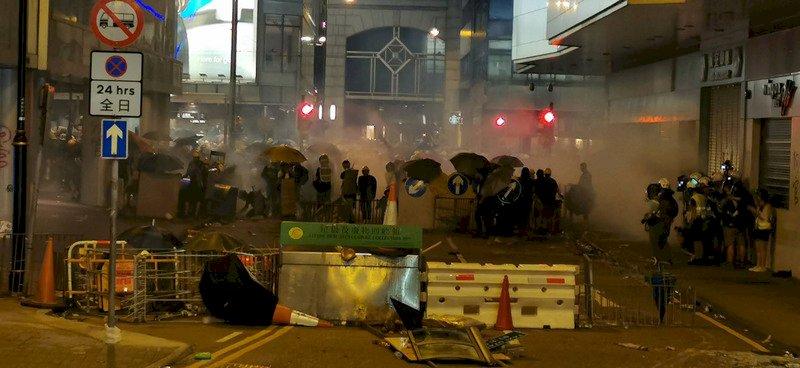 香港和平遊行再度暴力收場 議員:陷惡性循環