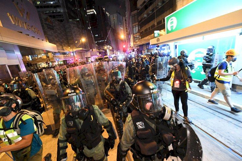 反送中4小時游擊巷戰 港警:拘49人