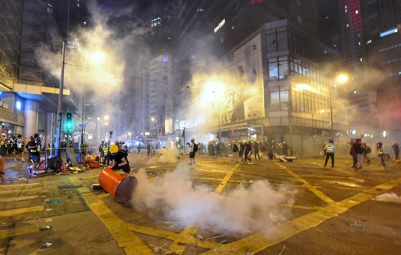 催淚彈下的香港記者 指控警察執法差