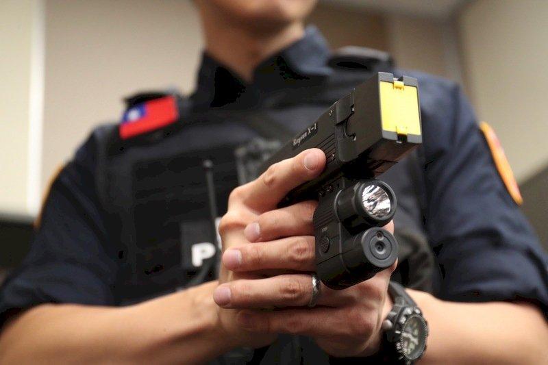 徐國勇:將配發電擊槍列為警察執勤共同裝備