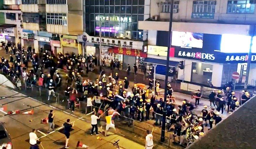 香港白衣人再現 毆打示威者反因人少被擊退