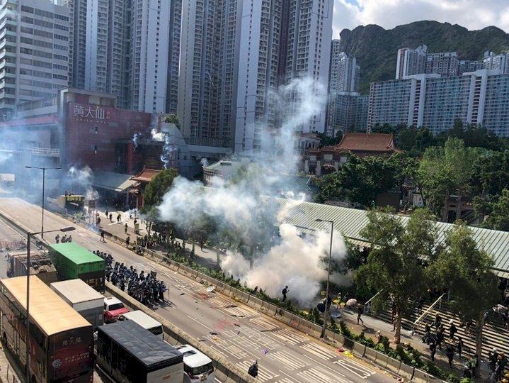 香港七區集會出現衝突 警方施放催淚彈