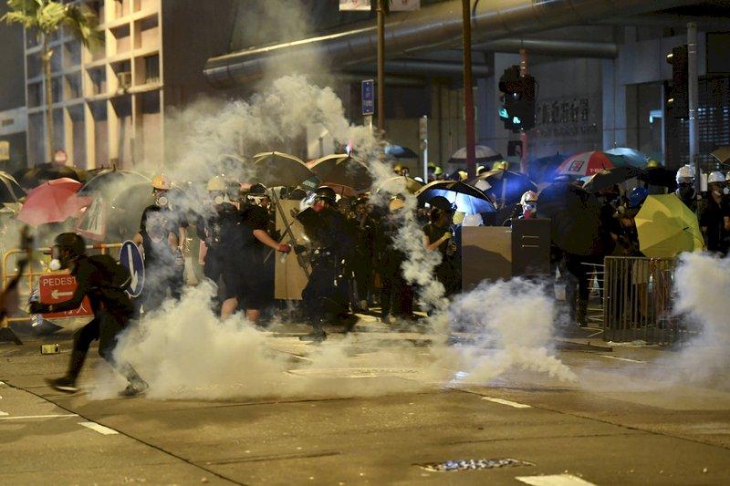 反送中風潮以來規模最大 香港三罷抗爭夜未眠