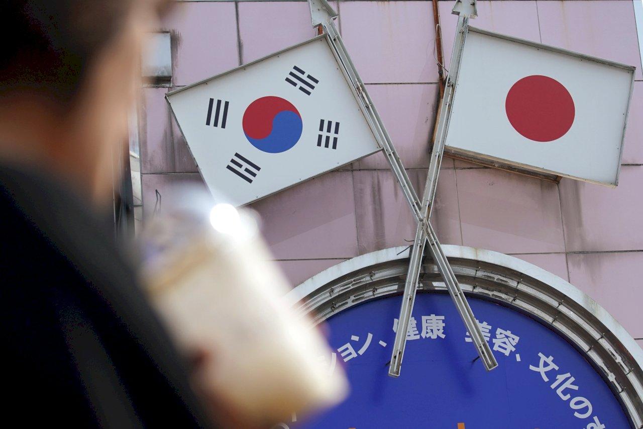 南韓總理見安倍晉三 轉交文在寅親筆信