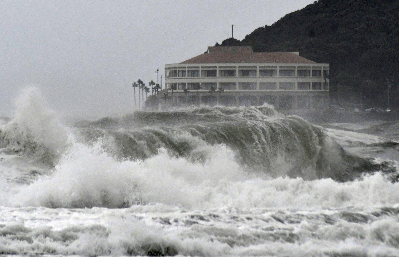 颱風柯羅莎襲日 西日本陸空交通陸續恢復