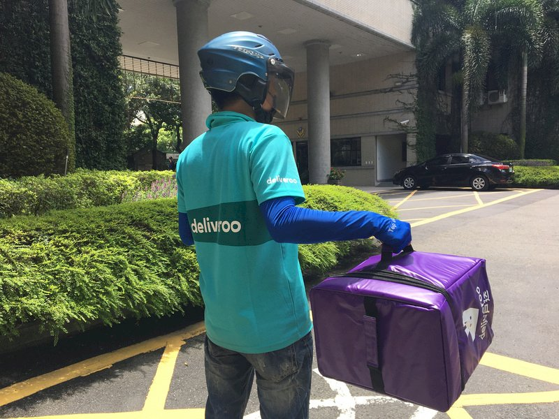颱風天能否美食外送?勞動部列安全指引供業者參考
