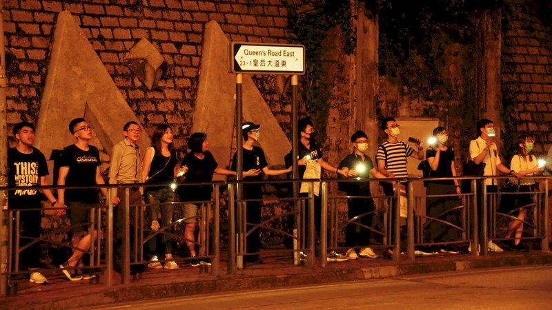 香港大學生築人鏈 堅持反送中五訴求
