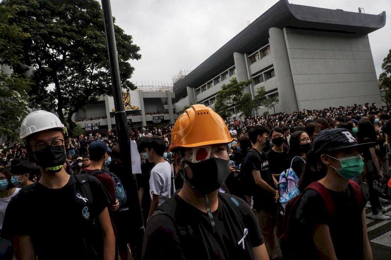 不甩林鄭撤例 反送中號召7日癱瘓香港機場