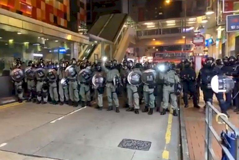 旺角警署外民眾聚集 警發射布袋彈