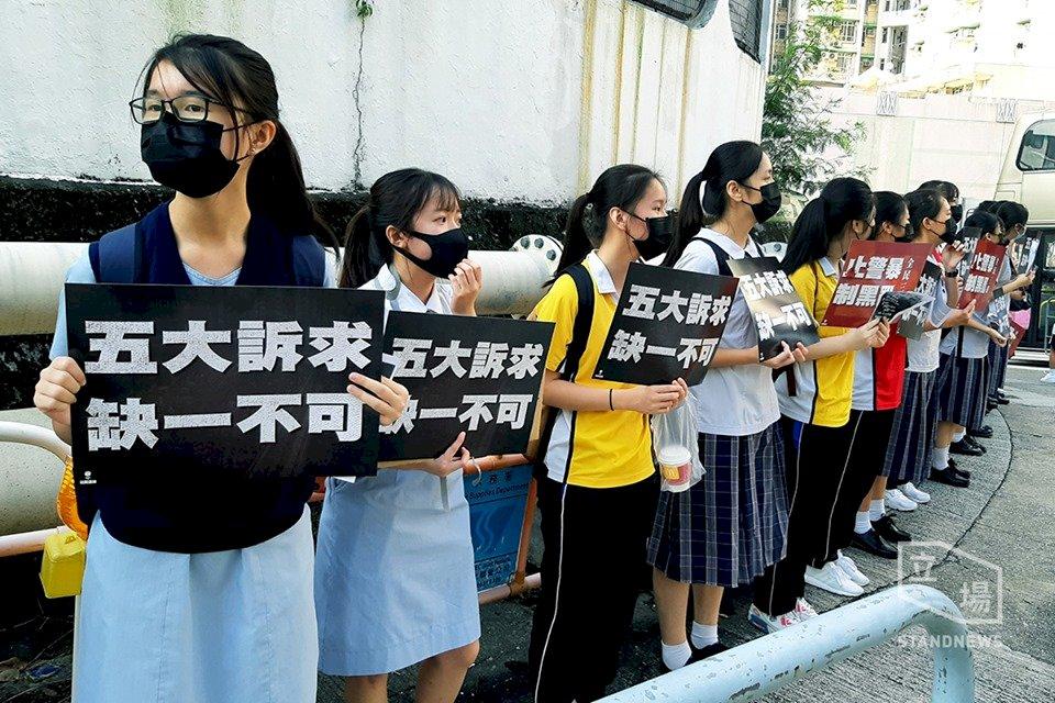 香港學生組人鏈行動 3人遇襲受傷