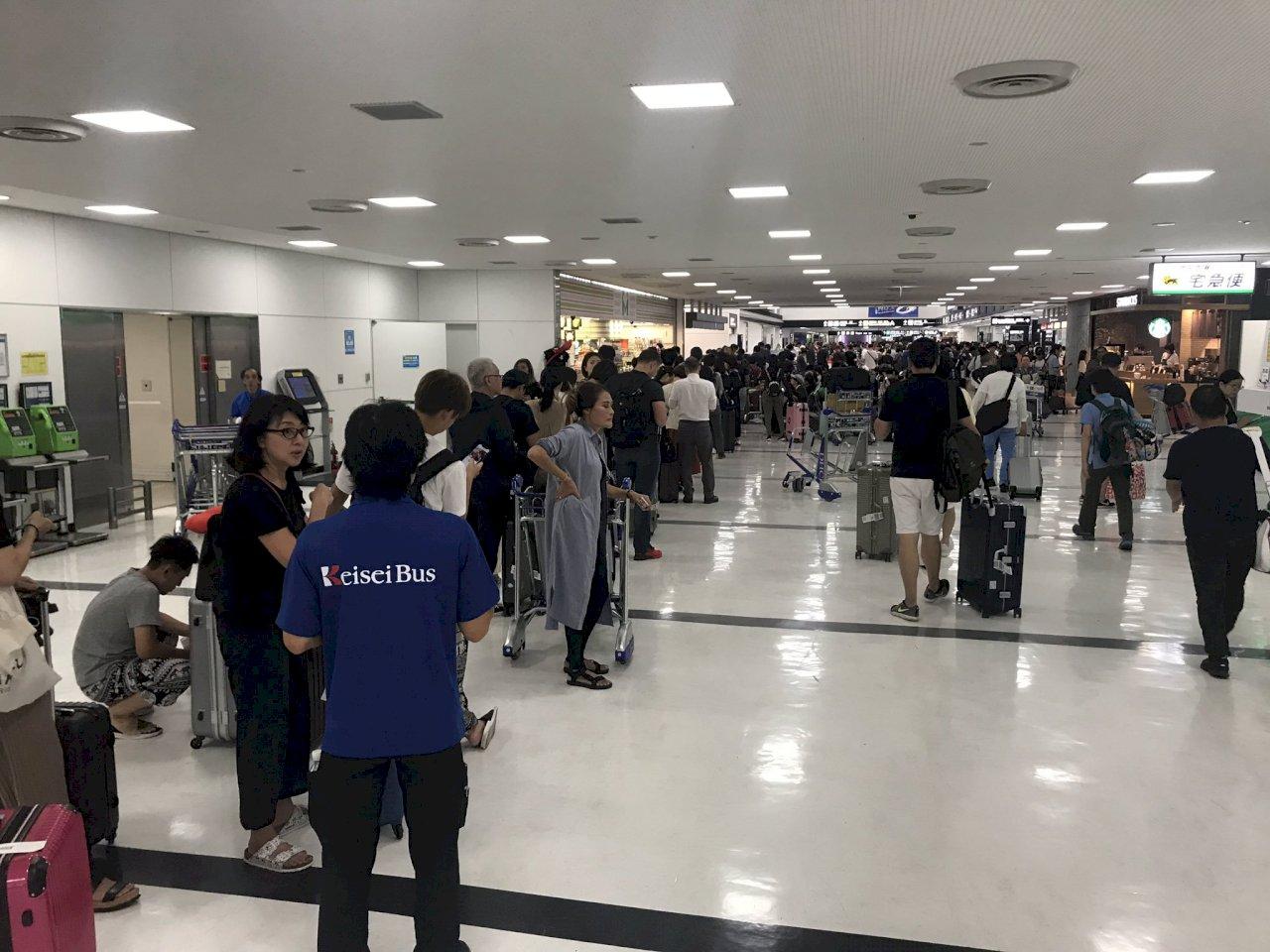 日本成田機場聯外交通中斷 旅客嘆陸上孤島
