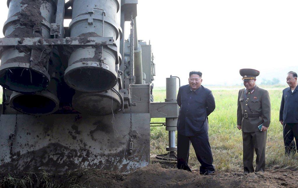 金正恩指導超大型火箭試射 官媒暗示測試還沒完