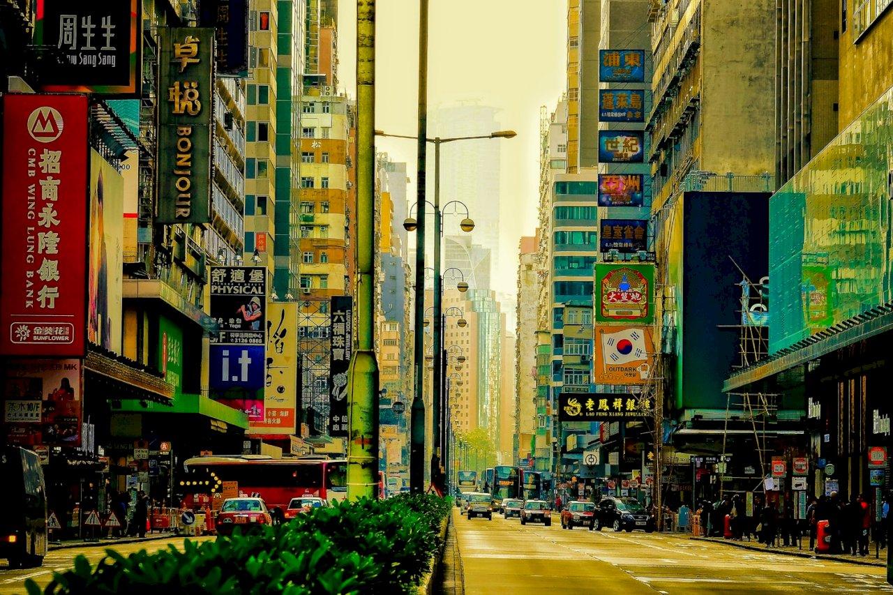 七成香港飯店業員工被迫放無薪假 經理代班洗碗