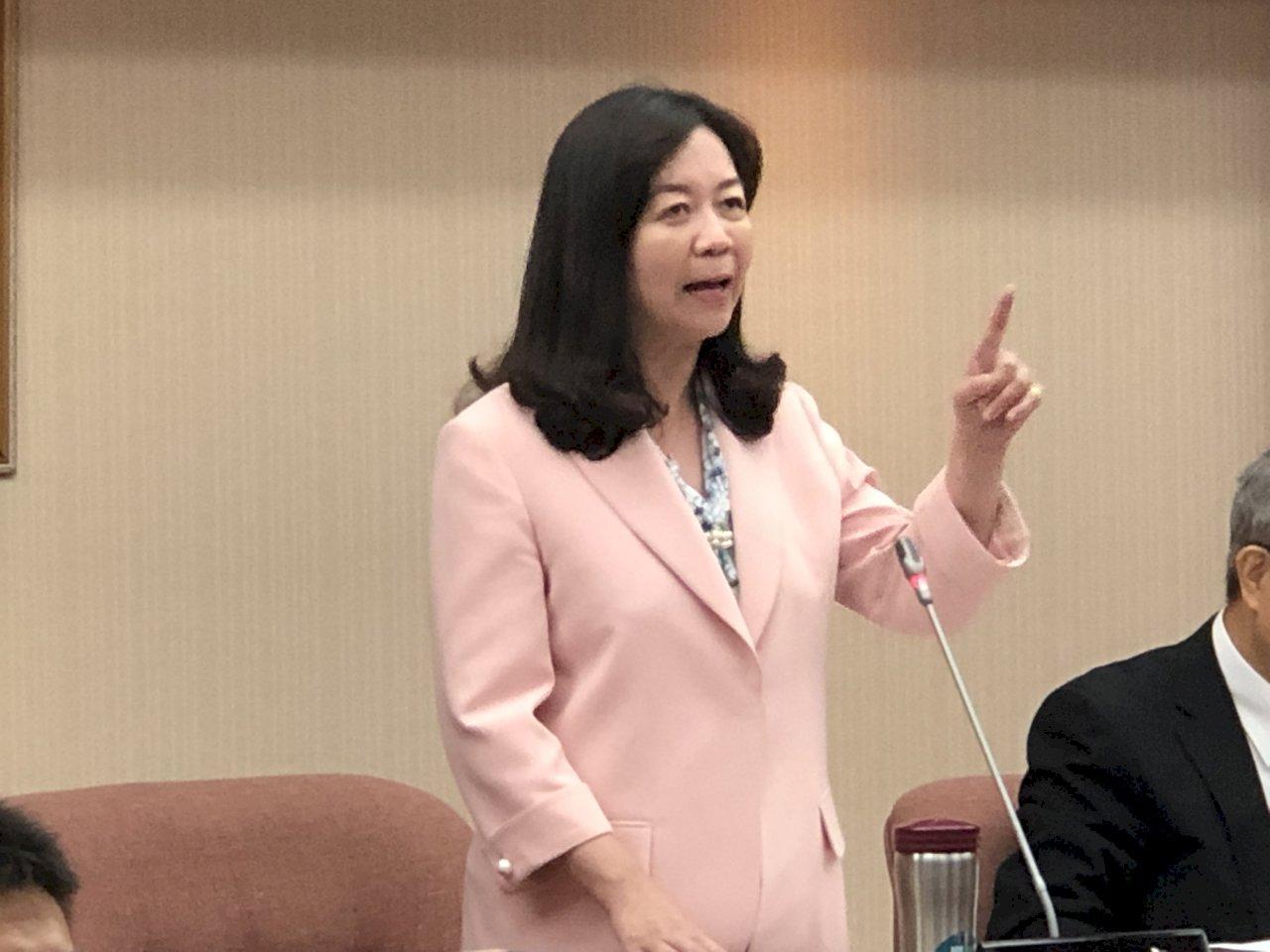 雙菊仍未出席違法私菸案報告 交委會召委譴責
