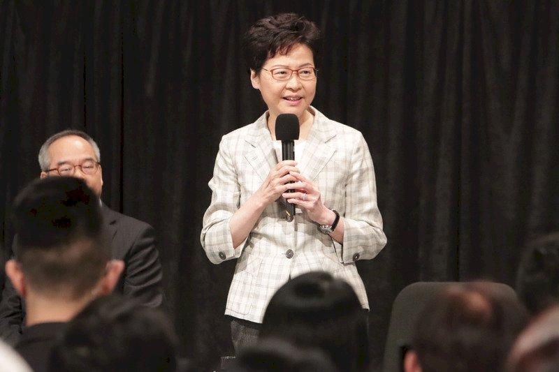 港人齊聚劍橋示威 要求撤銷林鄭月娥榮譽院士