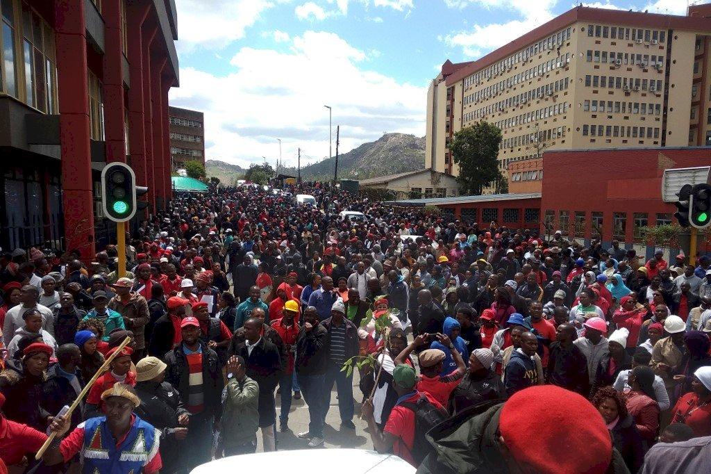 公僕抗議低薪高物價 史瓦帝尼爆警民衝突