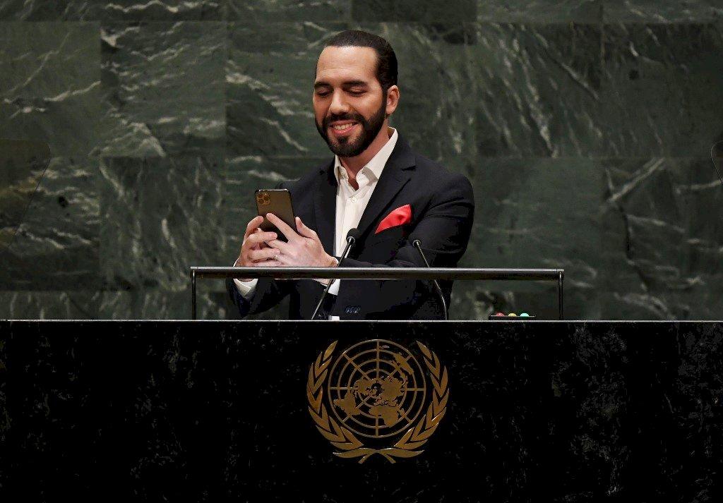 笑一個 薩爾瓦多總統聯大開講前先自拍
