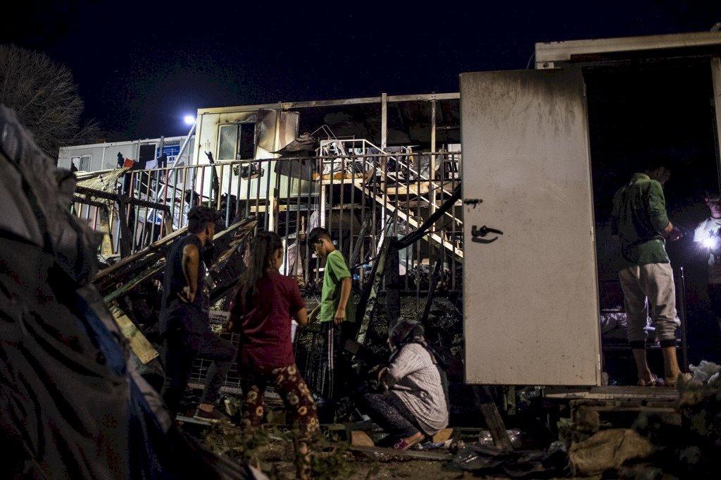 希臘難民營大火2死 難民怒不可遏釀暴動
