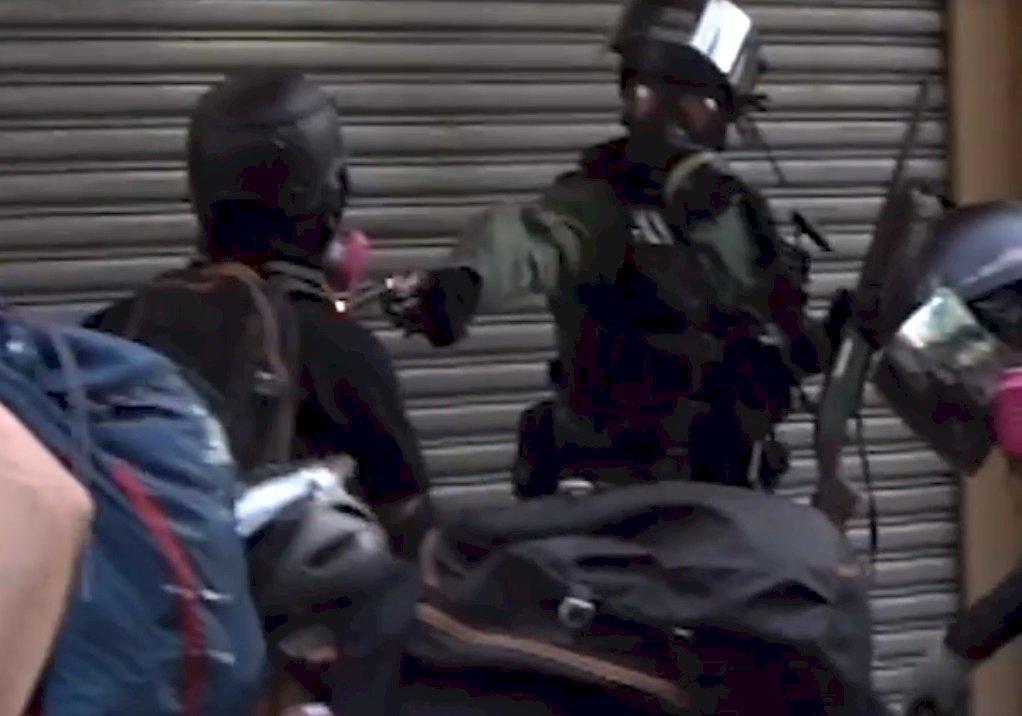 遭港警實彈射中示威學生 被控參與暴動罪