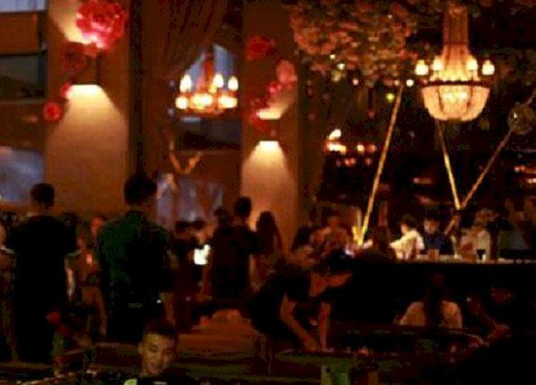 酒吧看球的北京人 數落著NBA信奉著中國原則