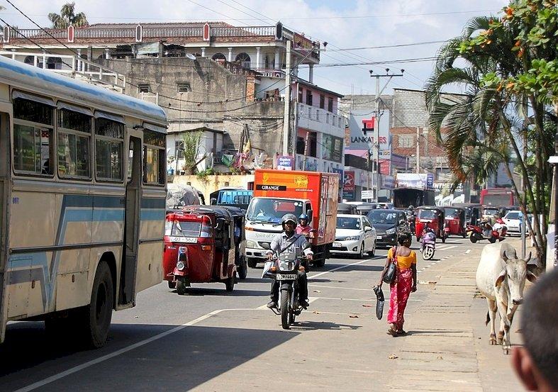 首都交通打結 斯里蘭卡派軍隊來管