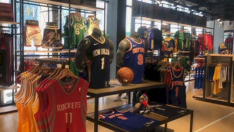 直擊NBA北京店:門可羅雀 火箭只剩姚明球衣