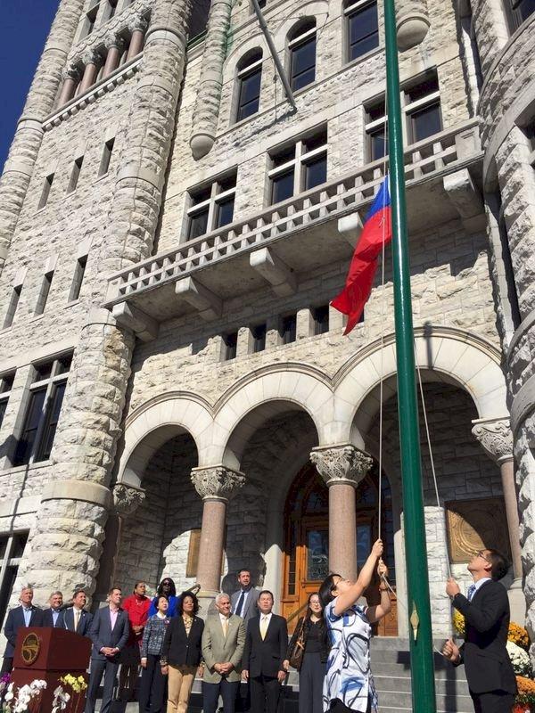 紐約上州慶雙十 雪城連24年升中華民國國旗