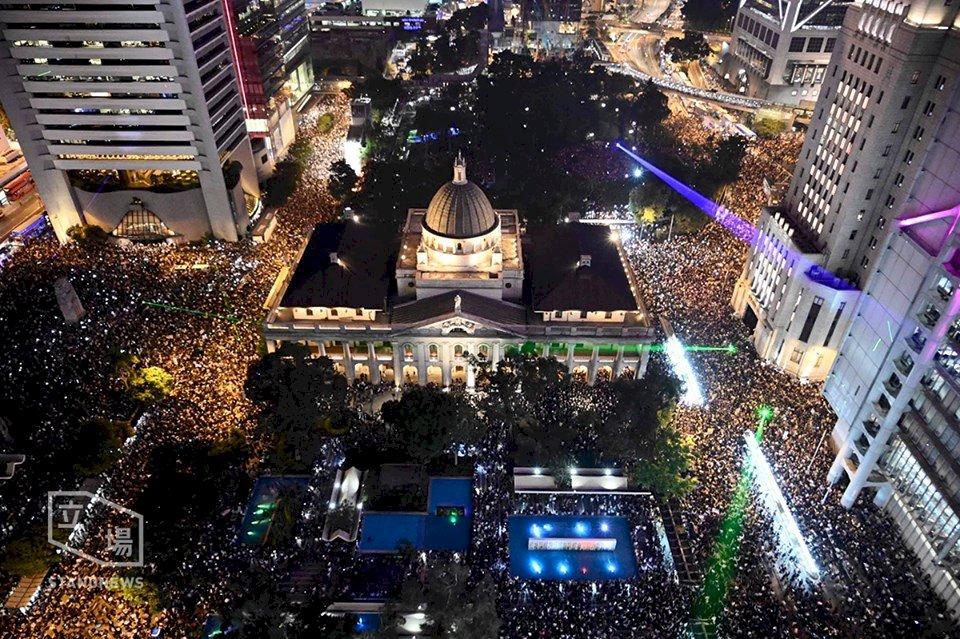 香港集氣大會13萬人參加 防暴警港鐵站攔查市民