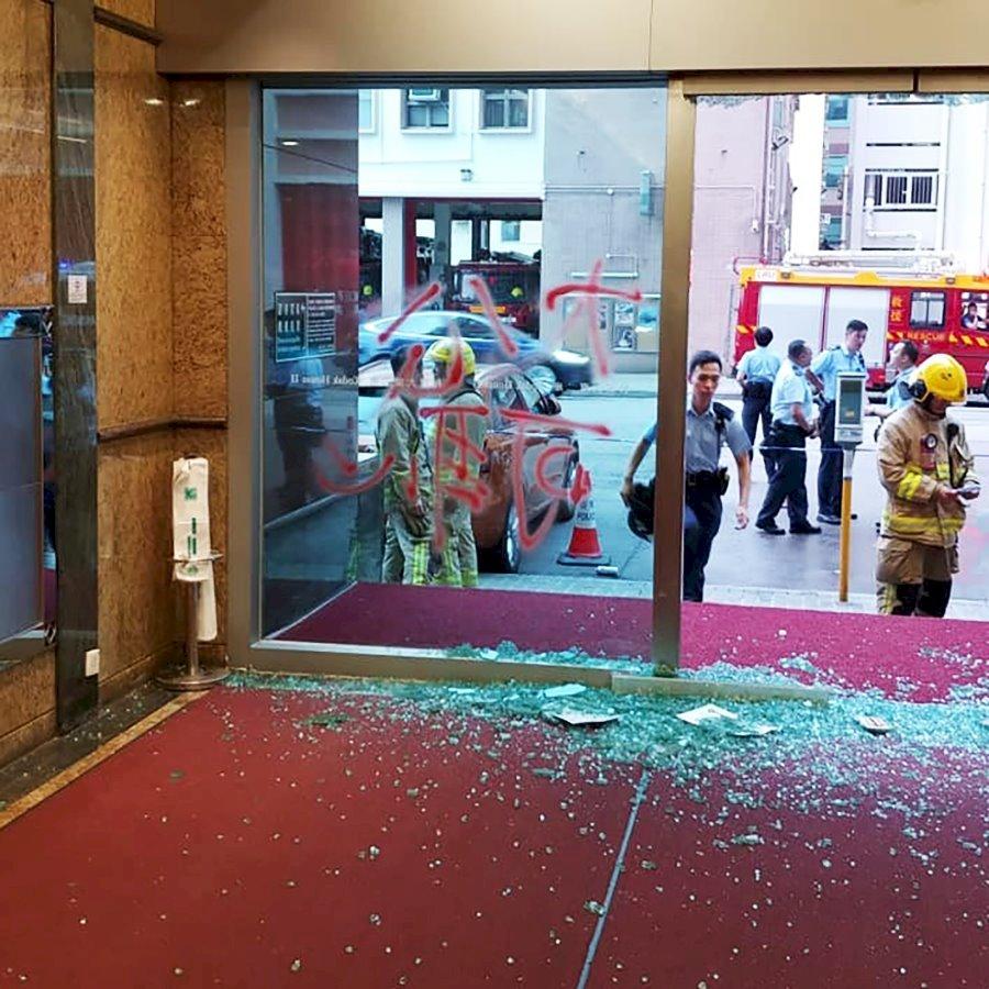 香港大公報遭黑衣人以汽油彈襲擊