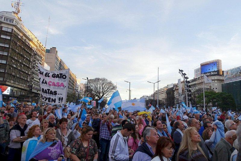 阿根廷選前不確定感漸增 金融市場潛藏不安