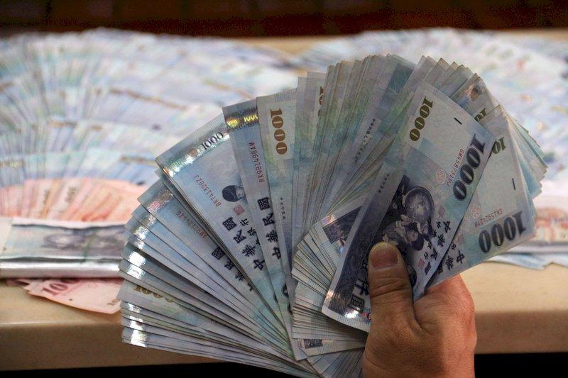 新台幣收27.637元 創逾24年新高