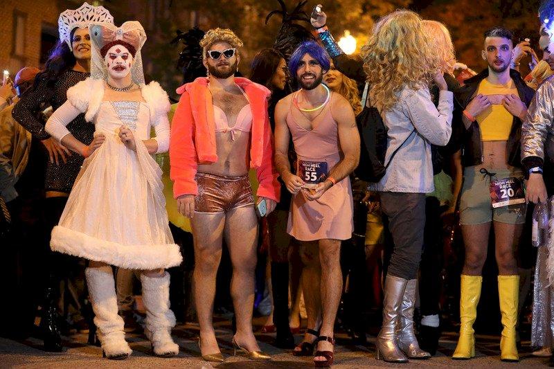 大批男女華府蹬高跟鞋賽跑 為LGBTQ權益發聲