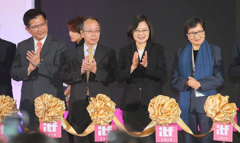 林佳龍提觀光三箭 蔡總統公開背書支持