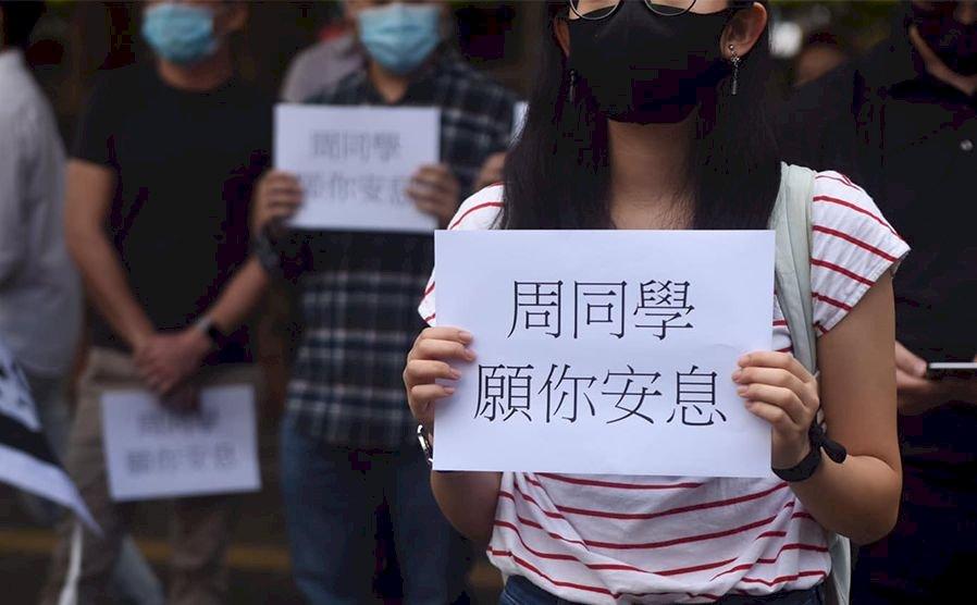 港科大生墜樓亡 悲情瀰漫全城 「香港人,報仇」成新口號