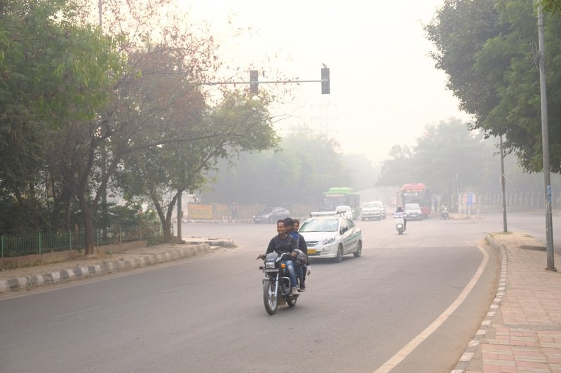 空污季報到 印度防疫雪上加霜