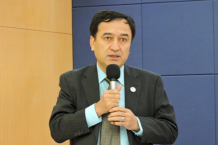 伊里哈木:摘器官、被失蹤、再教育...維吾爾人將遭中共滅族