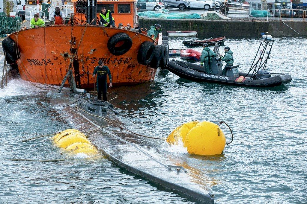 西班牙緝獲運毒潛艇 載3公噸古柯鹼價值33億
