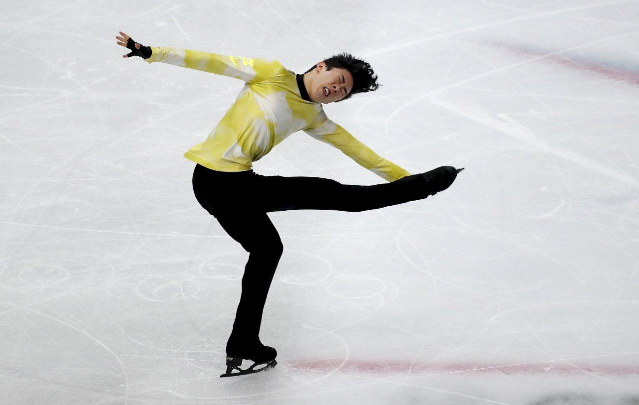 華裔美籍花式滑冰名將陳巍(Nathan Chen)以創世界紀錄的得分,拿下連續第三面國際滑冰總會花式滑冰大獎賽(ISU Grand Prix)金牌。(美聯社/達志影像)