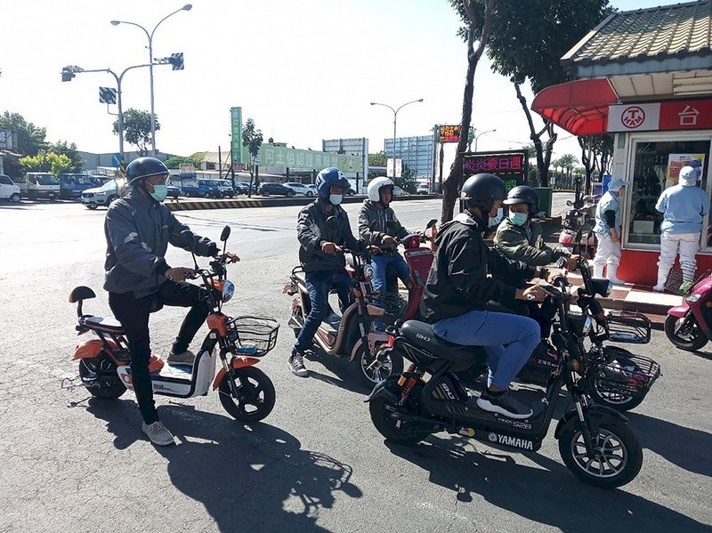 電動自行車亂象頻生 交部將納管、14歲以下禁騎乘