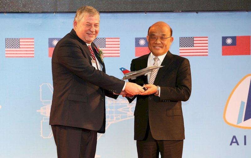 漢翔、洛馬簽策略聯盟協議 共推台灣成F-16亞太維修中心