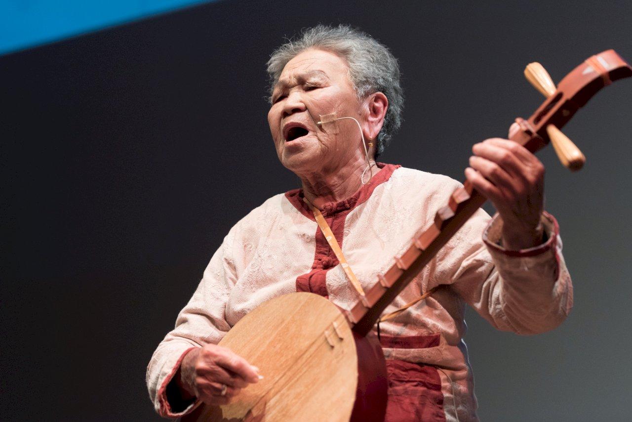 民謠傳藝師陳英獲得第六屆教育部藝術教育貢獻獎