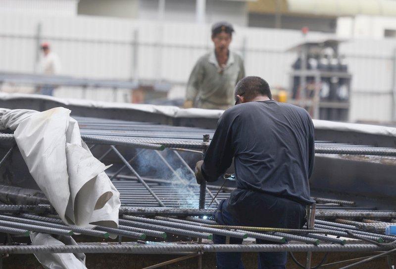 缺工嚴重 公共工程申請外勞門檻 勞動部最快4月放寬