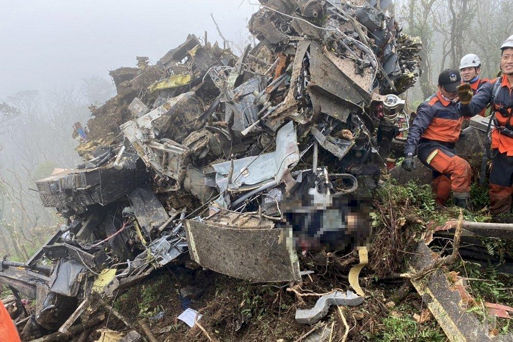 黑鷹迫降山區 宜蘭消防局:6死、5生還、2待尋