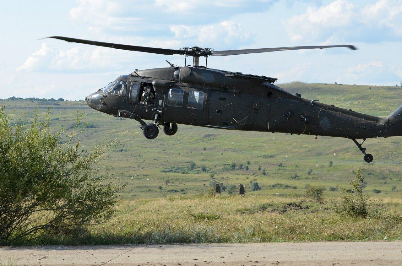 黑鷹迫降 國搜中心派4架次搜救機、逾百人搜救
