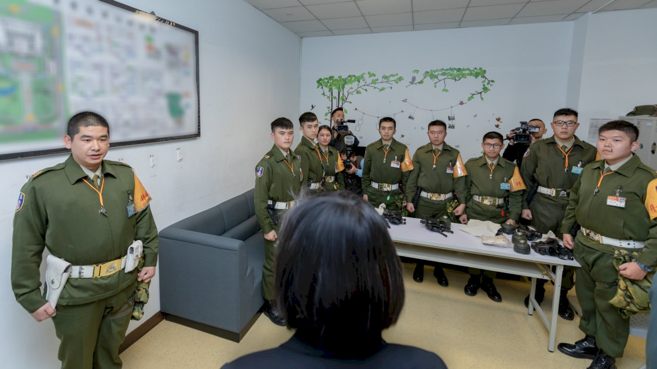 穩定軍心 蔡總統視導國防部及衡山指揮所