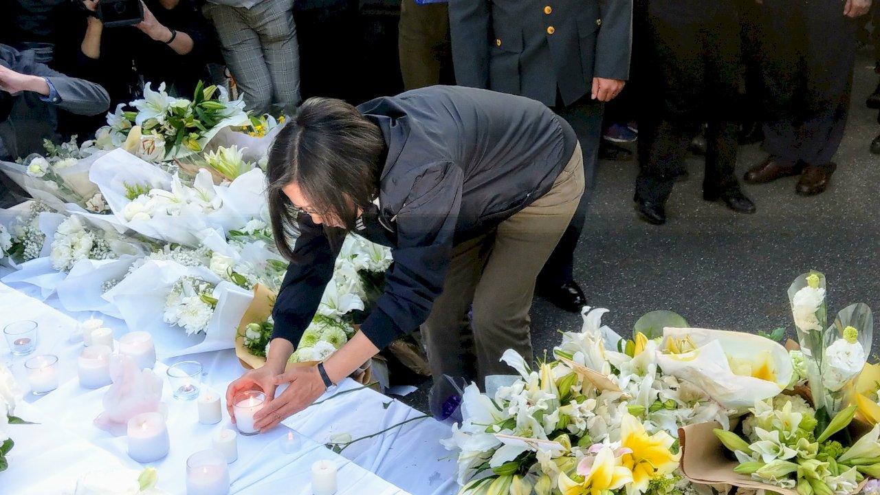蔡總統再赴台北賓館追思 親手貼上雷達站官兵留言