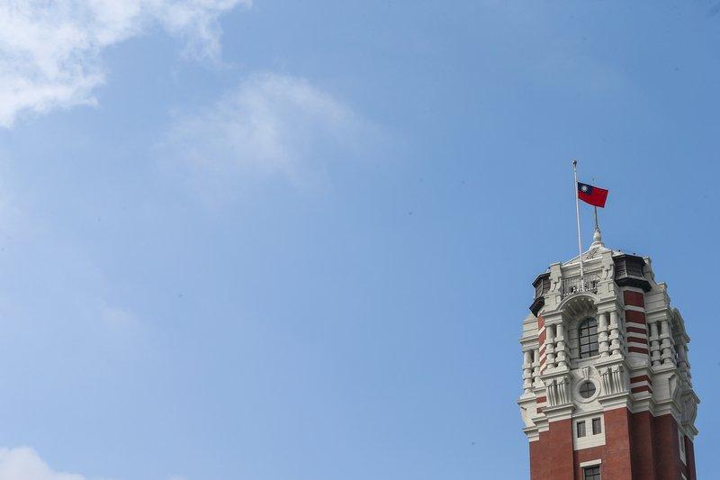 李登輝辭世 總統下令今午12時起各機關降半旗3天