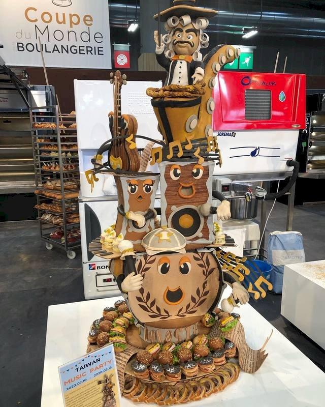 圖為第10屆世界盃麵包大賽台灣隊藝術麵包之作品。今年藝術麵包主題為「音樂」,台灣隊將音樂、旋律用麵包呈現,也將主題融入歐式麵包與甜麵包中,獲現場參與者青睞。(王鵬傑提供)