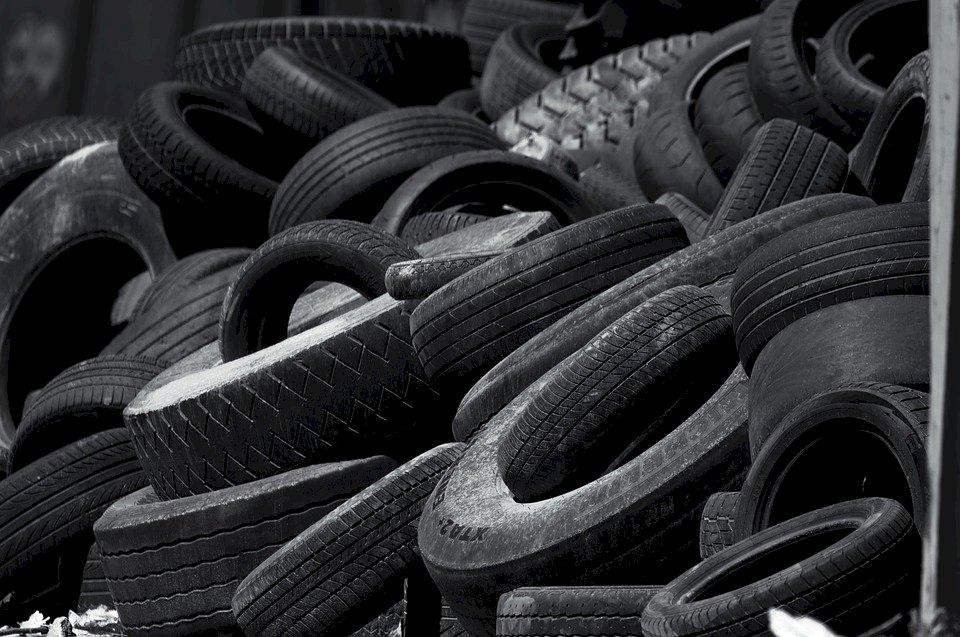 廢輪胎回收多用途 潛水衣、瀝青道路都有它