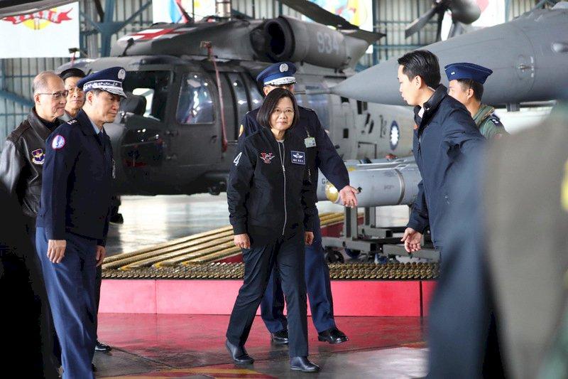 赴空軍第四聯隊慰勉 總統:空軍戰力將更堅強